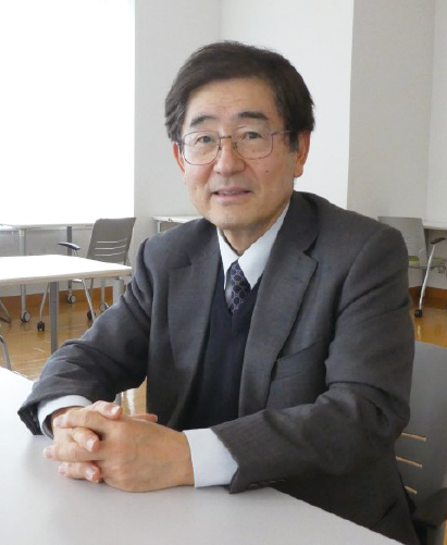 雨宮 慶幸 東京大学大学院新領域創成科学研究科特任教授1974年東京大学工学部物理工学科卒業、1979年同大学博士課程修了(工学博士)後、1982年高エネルギー物理学研究所放射光実験施設助手、1988年米国ブルックヘブン国立研究所客員研究員、1989年高エネルギー物理学研究所放射光実験施設助教授、1996年東京大学大学院工学研究科助教授、1998年同教授、1999年東京大学大学院新領域創成科学研究科教授、2007~2009年同研究科長を経て、2017年4月より現職。国立研究開発法人産業技術総合研究所先端オペランド計測技術オープンイノベーションラボラトリのラボ長、並びにCREST/さきがけ複合領域「計測技術と高度情報処理の融合によるインテリジェント計測・解析手法の開発と応用」の総括を併任。