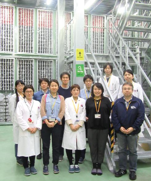 高知コア研究所 地球微生物研究グループ メンバー (前列右から2番目 鈴木 志野 氏)