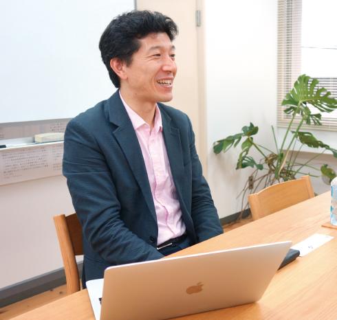 大学での研究生活について語る西村氏