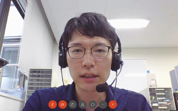 ウェブでインタビューに答える楊井 伸浩氏 (2020年9月4日インタビュー中写真:NISTEP撮影)