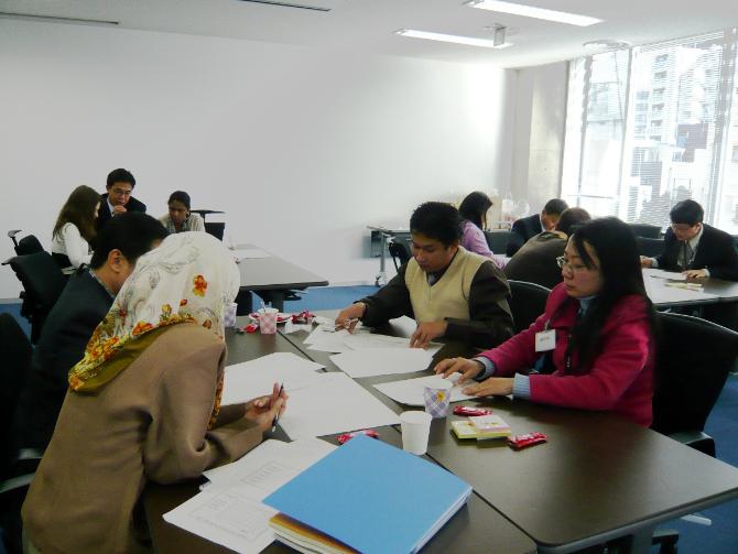 海外から招聘した若手研修生の実習風景