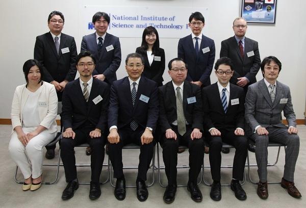 磯谷所長、角田総務研究官との記念写真
